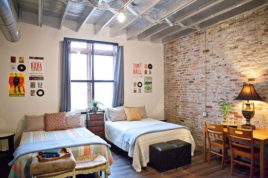 Nashville Downtown Hostel: Industrial Studio #2 (Vacation Rental Suite)  That Overlooks Nissan