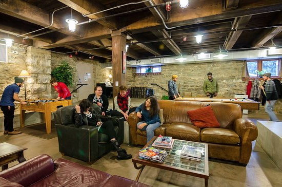 Nashville Downtown Hostel: Our common areas are usually bustling with guests enjoying a meal, playing games, & relaxing!