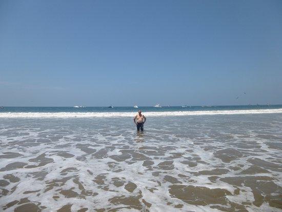 HUA Punta Sal Hotel Restaurante: Disfrutando de la playa en Punta Sal
