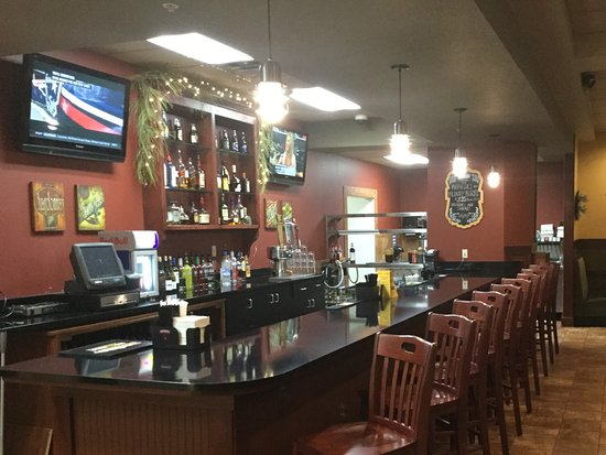 Albertville, MN: Full bar with daily happy hour 4pm to close.