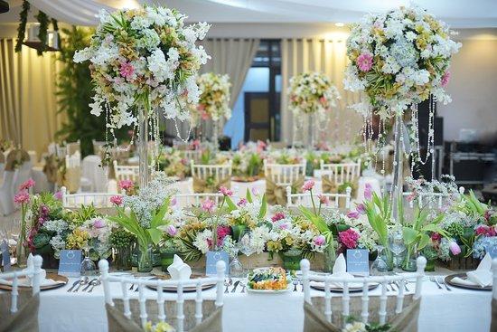 Batangas Country Club Wedding Table Setup