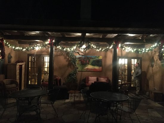 Hacienda Nicholas Bed & Breakfast Inn: Tis the season - walking into Hacienda Nicholas from courtyard