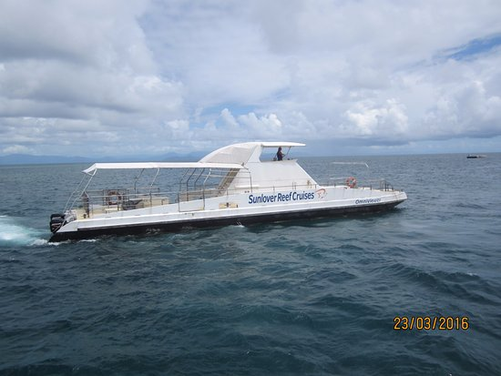 Cairns Region, Australia: Omniviewer with viewing windows below