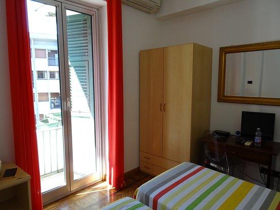 Bagno senza finestra ne bidet foto di albergo la - Bagno piccolissimo in camera ...