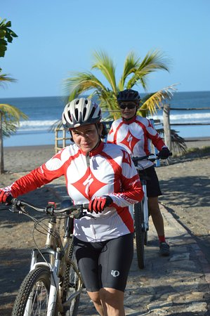 Somar Surf Camp & Lodge: Cycling