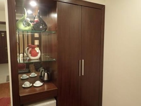 Rising Dragon Legend Hotel: Tastefulyl designed wardrobe.