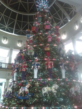 King of Prussia Mall: IMAG0519_large.jpg