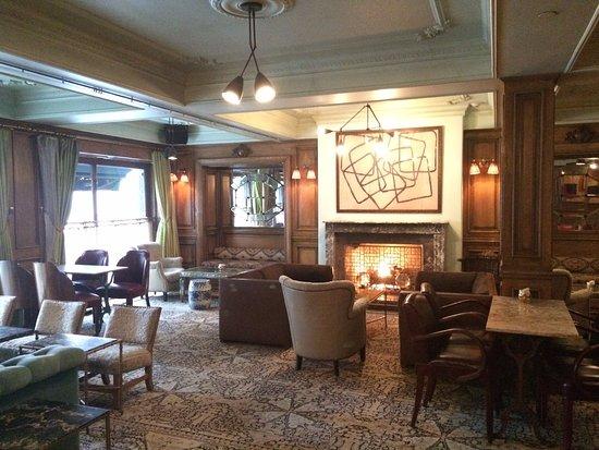 The Marlton Hotel : Un lobby cosy et chaleureux