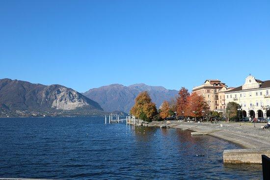 Hotel Belvedere: Вид на озеро и отель с набережной