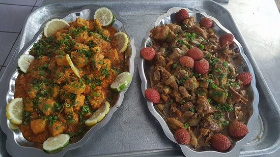 Ferme Auberge la Cayenne: Plats : poulet aux letchis et espadon au combava