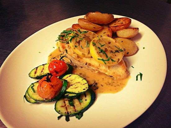 Wickwar, UK: Vibrant Lemon Chicken from our main menu