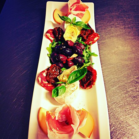 Peppe's at the Buthay: Our beautiful Antipasto