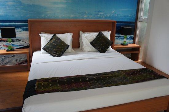 Aqua Villa: Large bed
