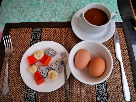 Villa Meuang Lao: Modest breakfast to warm your bellies