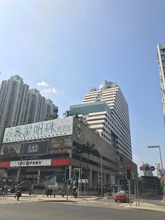 Century Plaza Hotel: 佳寧娜時尚購物廣場から
