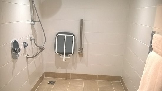 Talbot Hotel: Accessible wet room