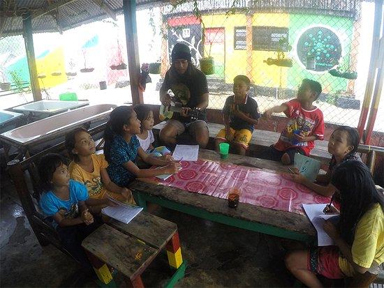 Nagari Sungai Pinang, Indonesien: Teaching kids English