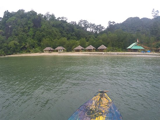 Nagari Sungai Pinang, Indonesien: View of Ricky's from the boat - gorgeous!