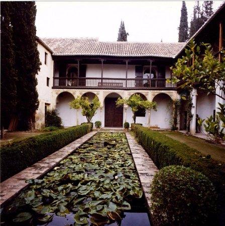 Hotel Casa Morisca: monumento de alrededor