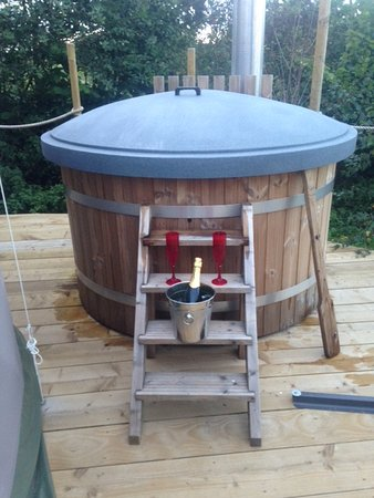 Dolanog, UK: Our wonderful hot tub with a leftover bottle of bubbly from our wedding!