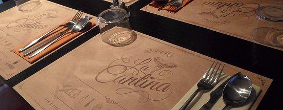 La Cantina San Subra : Table pour 4 personnes avec couverts et set de table