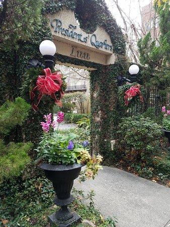 Presidents' Quarters Inn: One of the entrances
