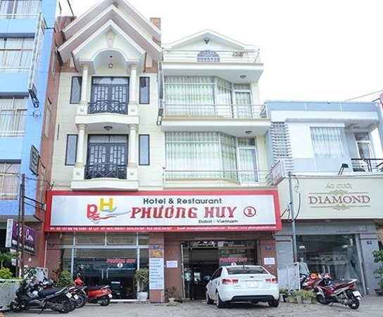 Phuong Huy 1 Dalat Hotel: Front of the hotel... very nice.. can park motors and 2 cars