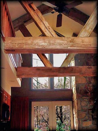 Confluence, PA: Chalet interior beams