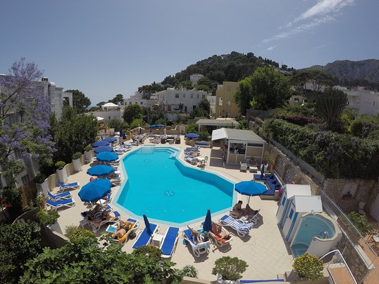 Hotel Villa Sanfelice: Piscina/Swimming pool