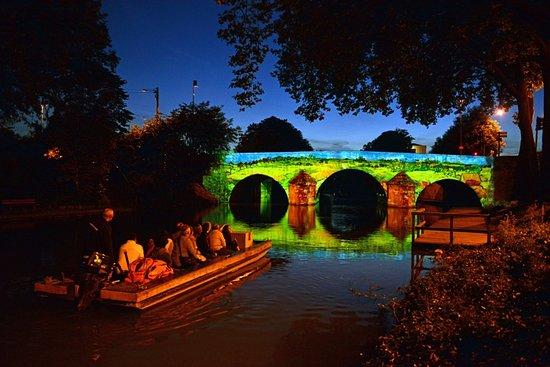Chalons-en-Champagne, ฝรั่งเศส: Pont des Mariniers Métamorph'eau'ses