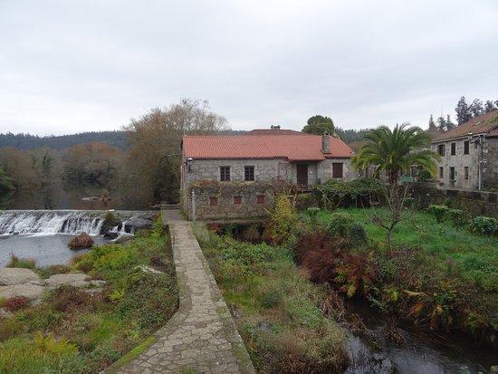 Negreira, España: Antiguo molino convertido en restaurante.