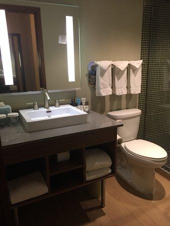 Crowne Plaza Hotel Minneapolis - Airport West Bloomington: Sleek, modern, very clean