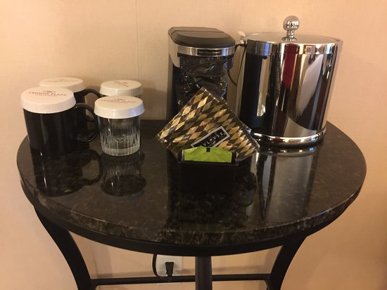 Crowne Plaza Hotel Minneapolis - Airport West Bloomington: Coffee and Ice Bucket