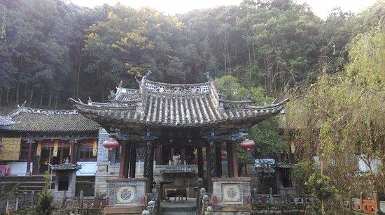 Weishan County, China: 巍寶山上的道觀, 古樸典雅