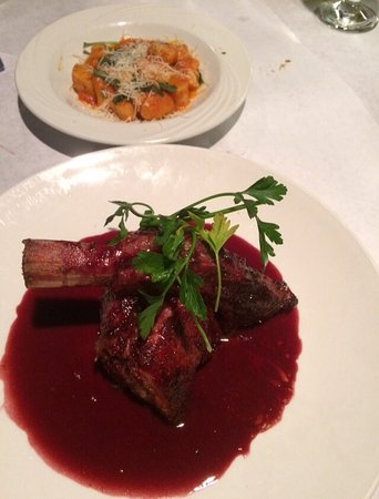 Fiamma: Veal in a wine sauce. Amazing!!!
