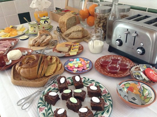 Another glimpse at breakfast at Duas Quintas-Esater Sunday 2016