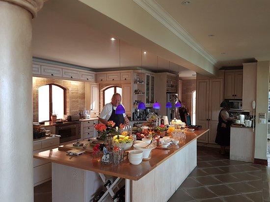 Villa Paradisa Guest House: A master at work 👌