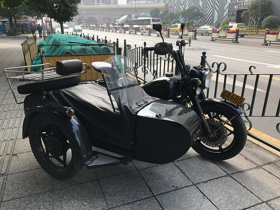 Insiders-Shanghai Private One-day Tour : sidecar!