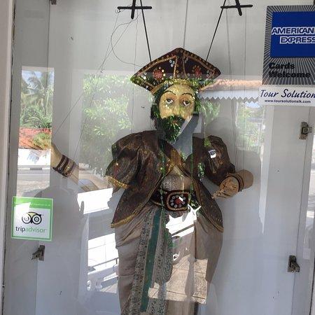 National Museum Kandy : кукла величиной с человека