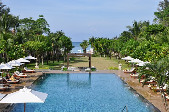 Layana Resort and Spa: By the pool or on the beach, total luxury with 5* service