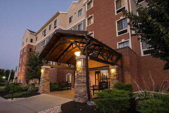 Staybridge Suites Harrisburg : Staybridge Suites Entrance