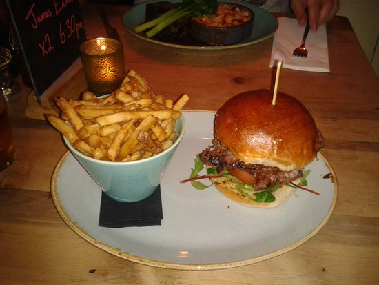 The Stand Bistro: Japanese burger