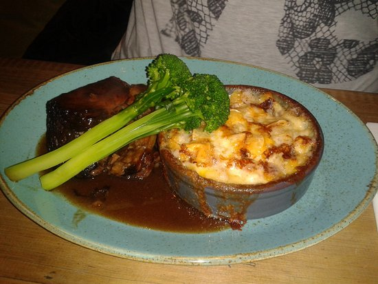 The Stand Bistro: Beef and tartiflet