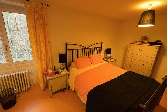 Rabat-les-Trois-Seigneurs, فرنسا: Paprika - master bedroom