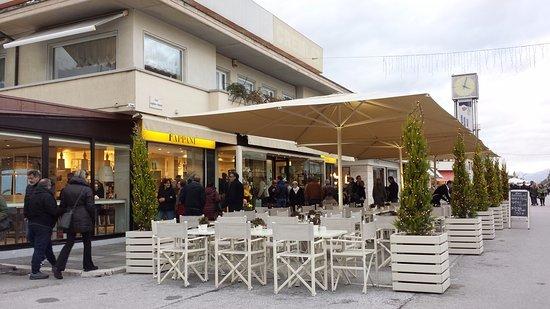 Cafe Fappani: L'esterno