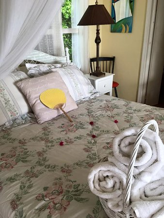 St. Kitts and Nevis: Queen accommodations at The Journey Map Cottage Nevis