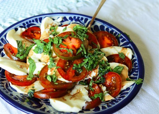 Oviatt House Bed and Breakfast : Our breakfast caprese salad