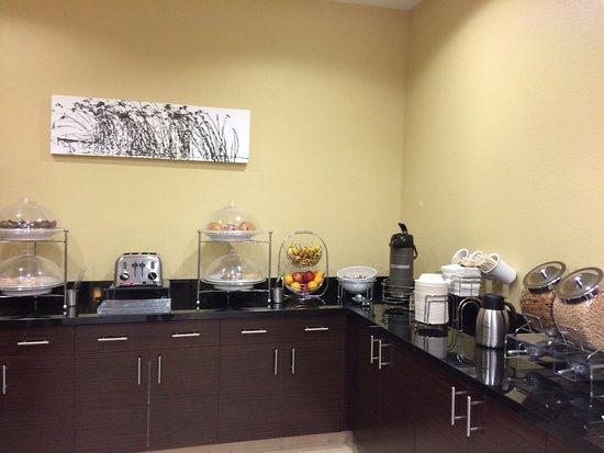 Sleep Inn & Suites : Breakfast bar