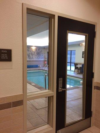 Sleep Inn & Suites : 4 ft deep pool