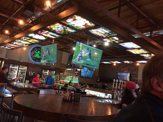 Tilt Wurks Brewhouse & Casino: Cool pin ball decoration theme